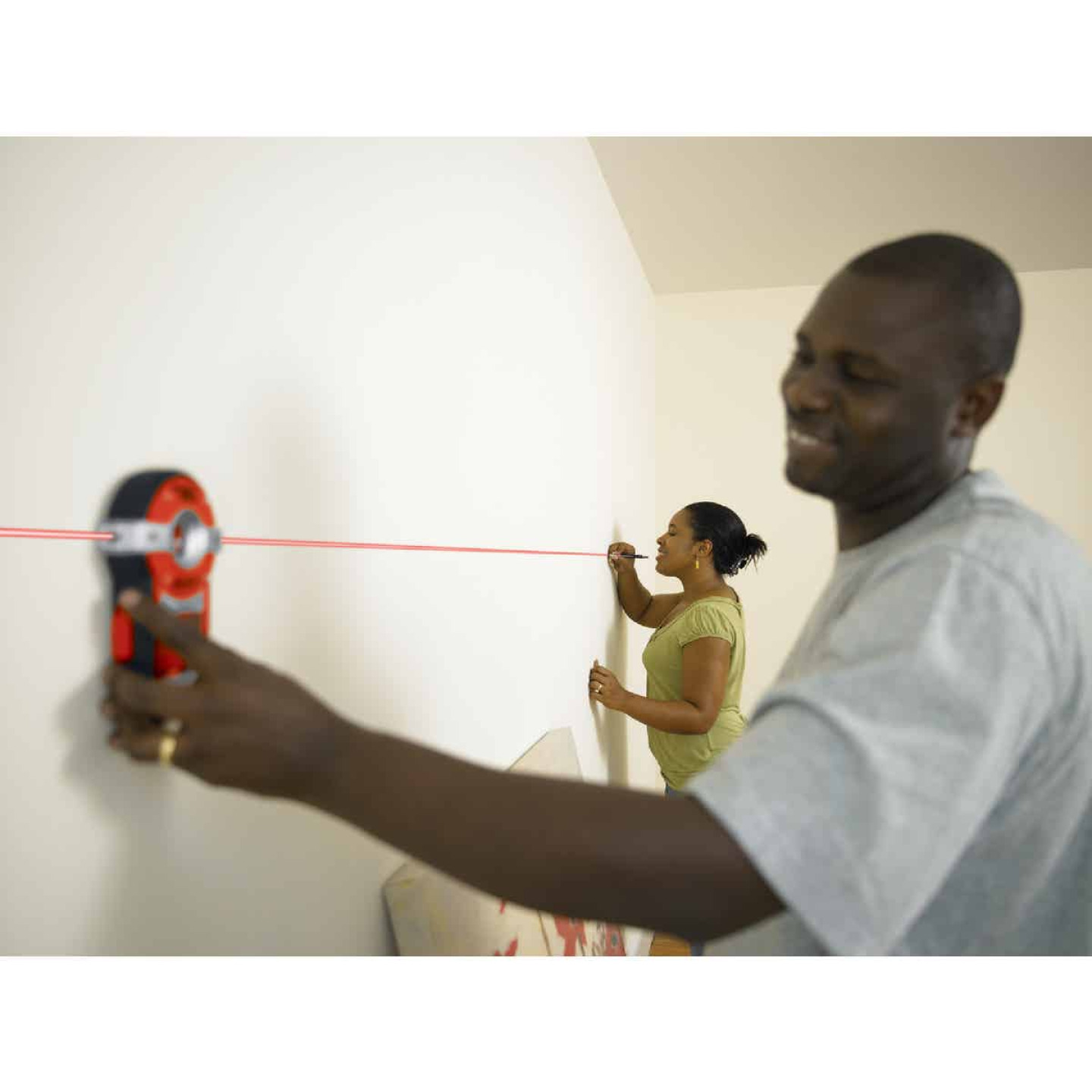 Black & Decker Bullseye 20 Ft. Self-Leveling Line Laser Level with Stud Sensor Image 6